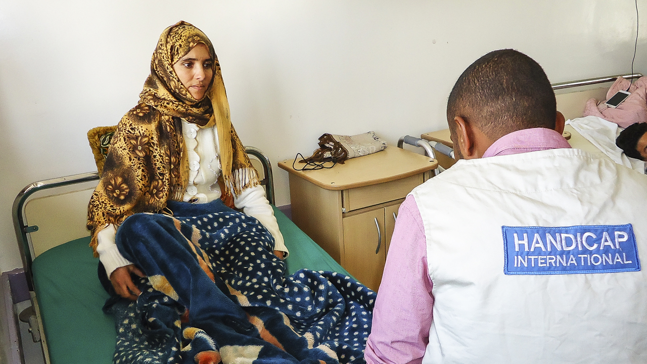 In Yemen, Handicap International provides support to vulnerable individuals, people with disabilities, and casualties of the regional conflict that has engulfed the country since March 2015. The organisation also meets the needs of casualties of landmines and explosive remnants of war.