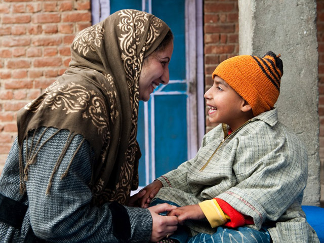 Handicap International is working in the state of Jammu and Kashmir in India, which is impacted by chronic armed fighting and the presence of mines and explosive remnants of war. Handicap International aims to guarantee quality rehabilitation services for people with disabilities and to ensure their needs met. The organisation is also raising the population's awareness of the risks of mines and explosive remnants of war.