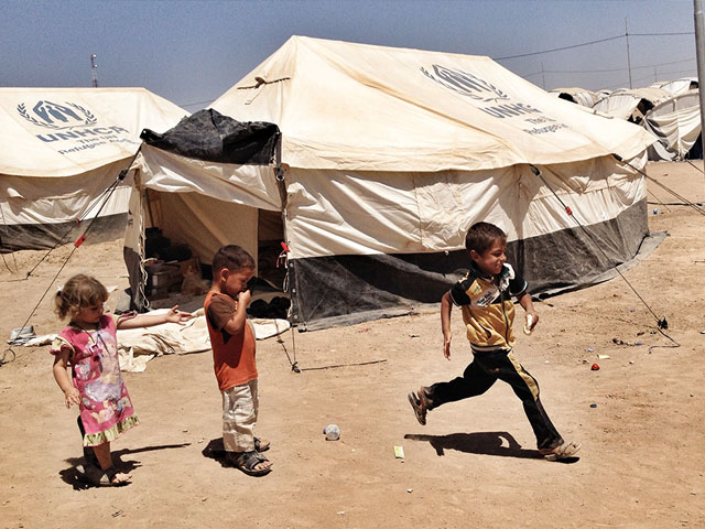 Handicap International provides emergency relief for displaced Iraqis and Syrian refugees, alongside its long-term projects, providing support for manufacturing prostheses, delivering physiotherapy and raising awareness about landmines and explosive remnants of war.