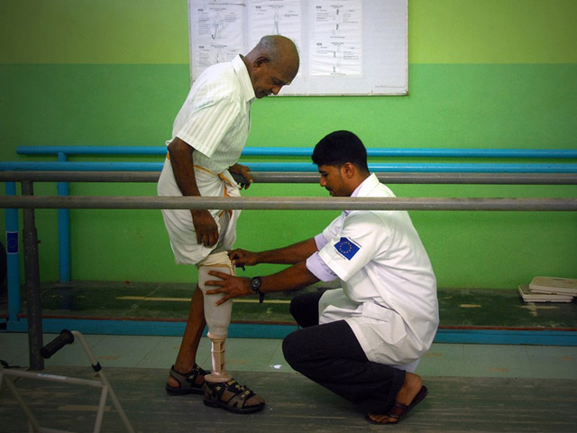 In the wake of the 2004 tsunami, Handicap International set up rehabilitation centres on the island to treat the survivors. These centres also benefited victims of the civil war that ravaged the country from 1983 to 2009.