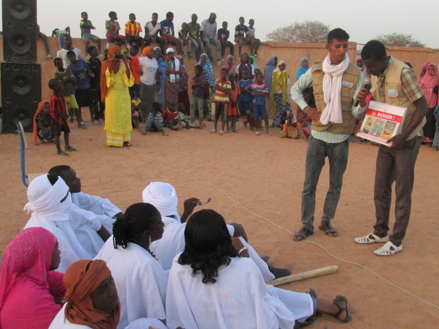 A sessions to make the population aware of the risk posed by explosive remnants of war and small and light weapons, in the Gao region of northern Mali.