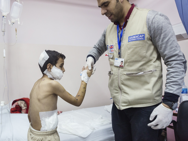 A Child victim of a bombing supported by Handicap International