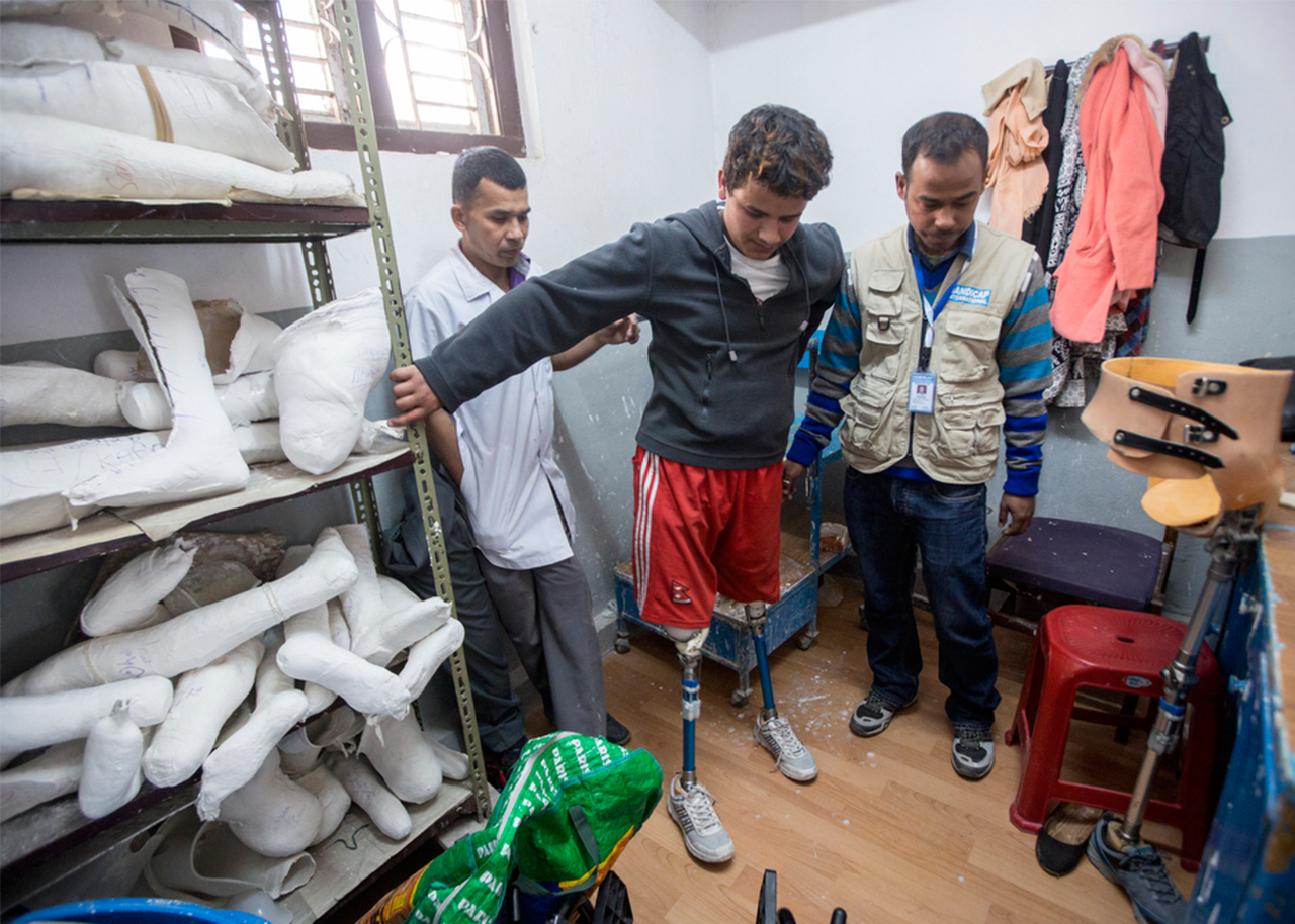 Ramesh is helped by Yeti Raj Niraula, a physical therapist who specialises in prosthetics from Handicap International