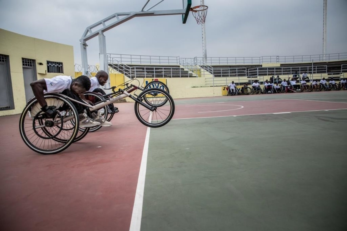 Congolese atheletes start a demonstration wheelchair race.