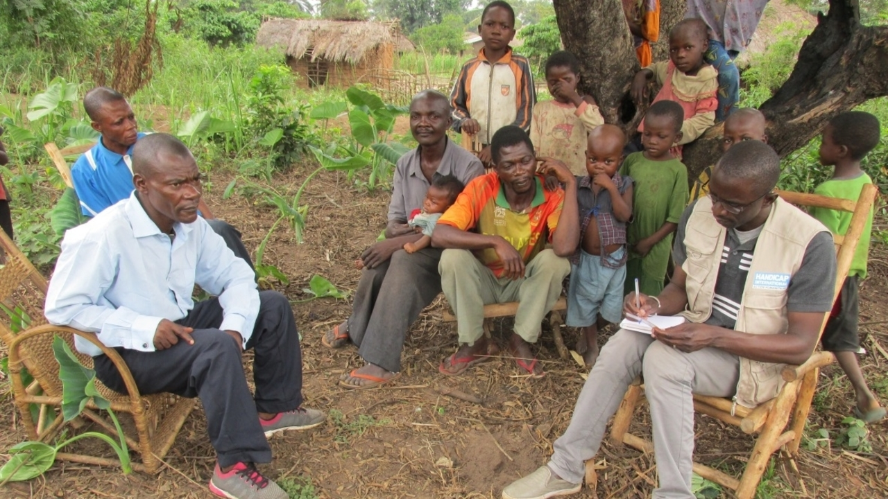 Bakary notes down the circumstances and needs of a displaced family in Kasai.