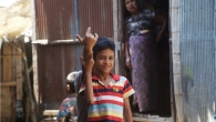 Children in Mae La Refugee Camp (Thailand) hope So Eike will come up with an idea for a game.