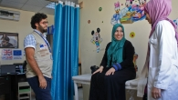 Na'elah talks about her recovery with Hamzeh and Manal.