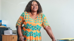 Thanks to Handicap International's inclusive employment project, Ramatoulaye has worked as a cashier at Banque Atlantique since 2015.