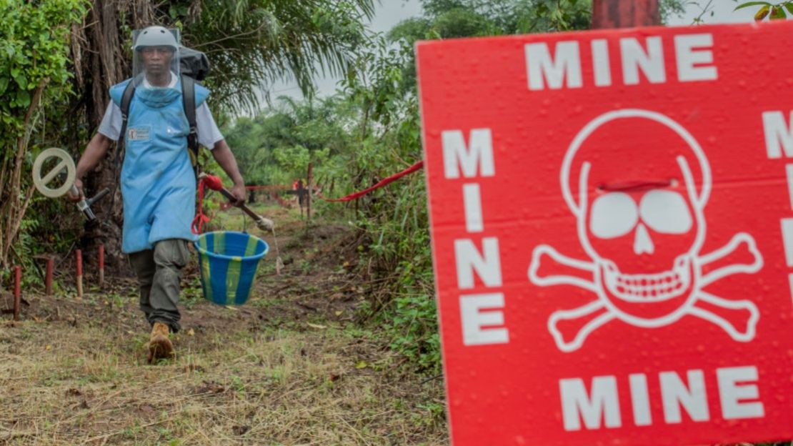 A deminer of the HI and AFRILAM (HI's partner) mine action team, in DRC