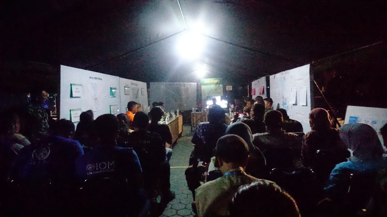 Night meeting to organise aid for tsunami victims in Palu, Sulawesi. HI's local partner, CIS-Timor, is currently accommodated in tents as it conducts a needs assessment in the area.