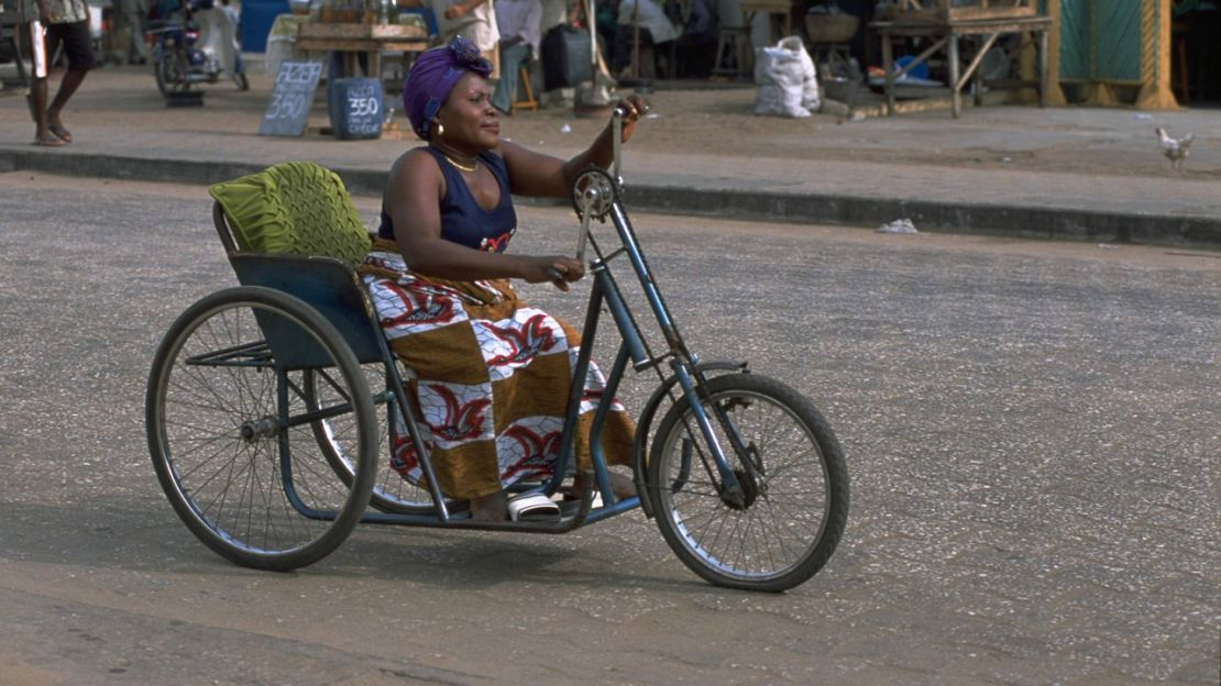 Using a hand cycle, Humanity & Inclusion Benin