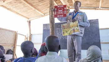 Lake Chad: Risk education to protect people from explosive weapons
