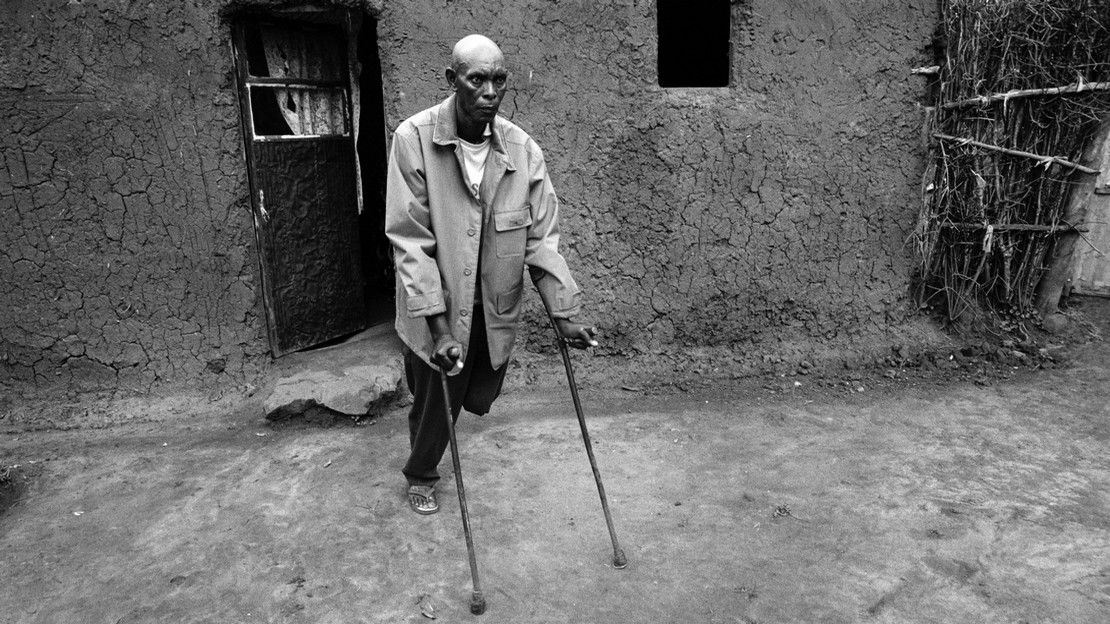 Innocent lost one of his legs during the genocide in Rwanda. Today, he participates to psychosocial support activities conducted by HI.