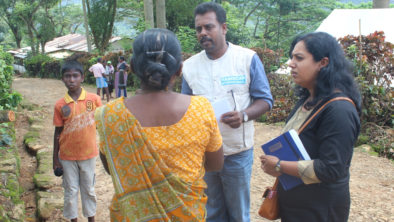 Handicap International team evaluating the situation of Kegalle district villages affected by landsides. Some people lost their loved ones. Many of them lost their house, livelihood and are currently living in welfare camps.