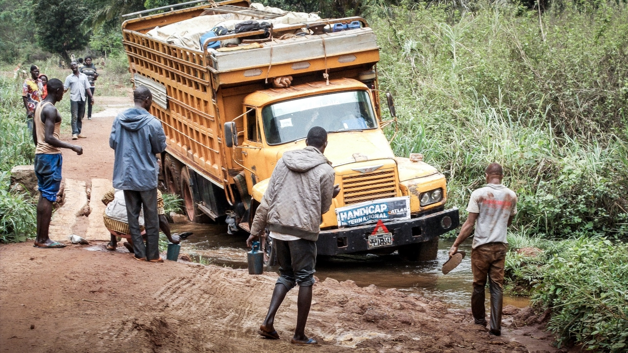 Truck hired by Handicap International to distribute essential goods to their final destination in the Central African Republic; }}