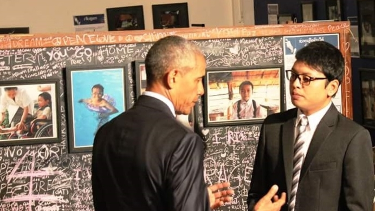 Barak Obama meets with former Ban Advocate Thoummy Simphalan