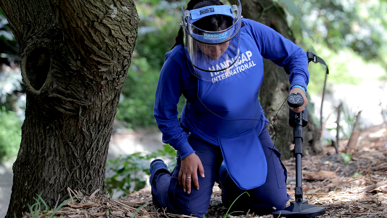 demining landmines colombia Handicap International