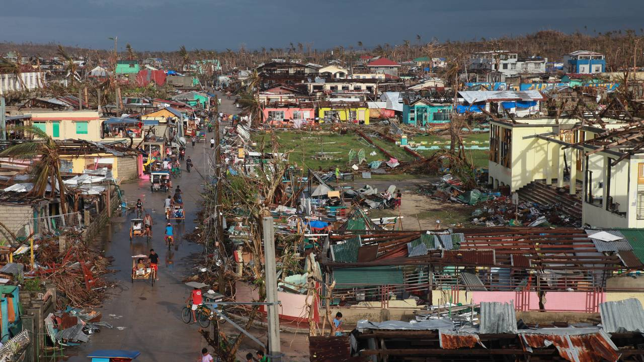 Guiuan city after typhon Haiyan in 2013; }}