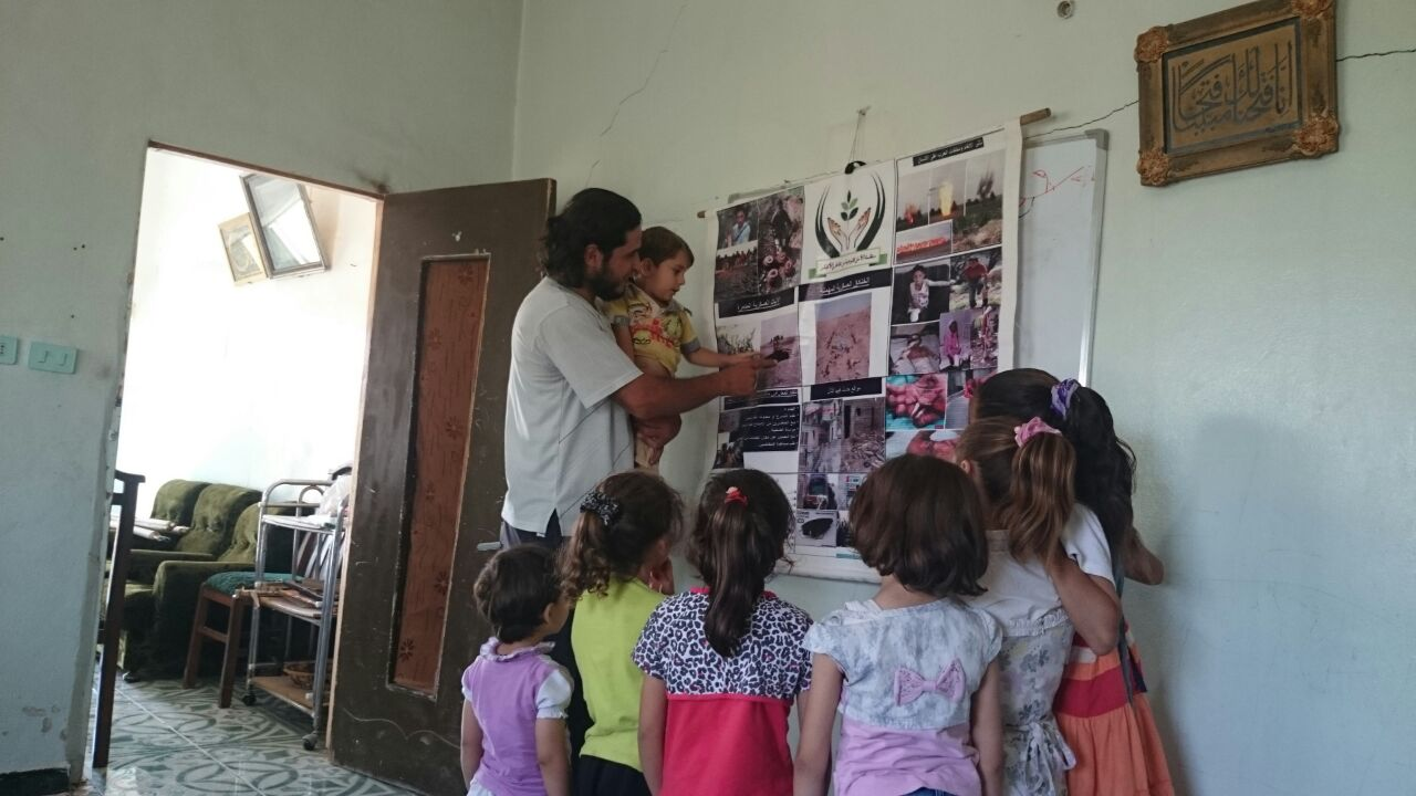Fadi running a risk education session with children, Syria.
