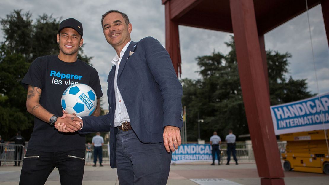 Neymar Jr. with Manuel Patrouillard, General Director of Handicap International