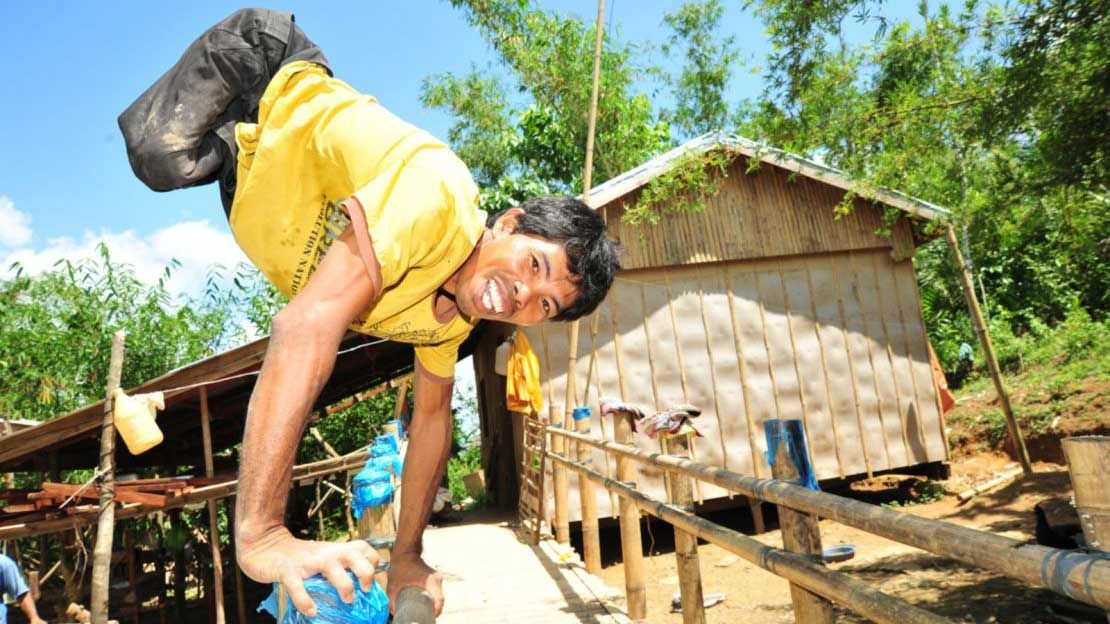 Roldan's house was destroyed by Typhoon Haiyan. He rebuilt it with support from HI.