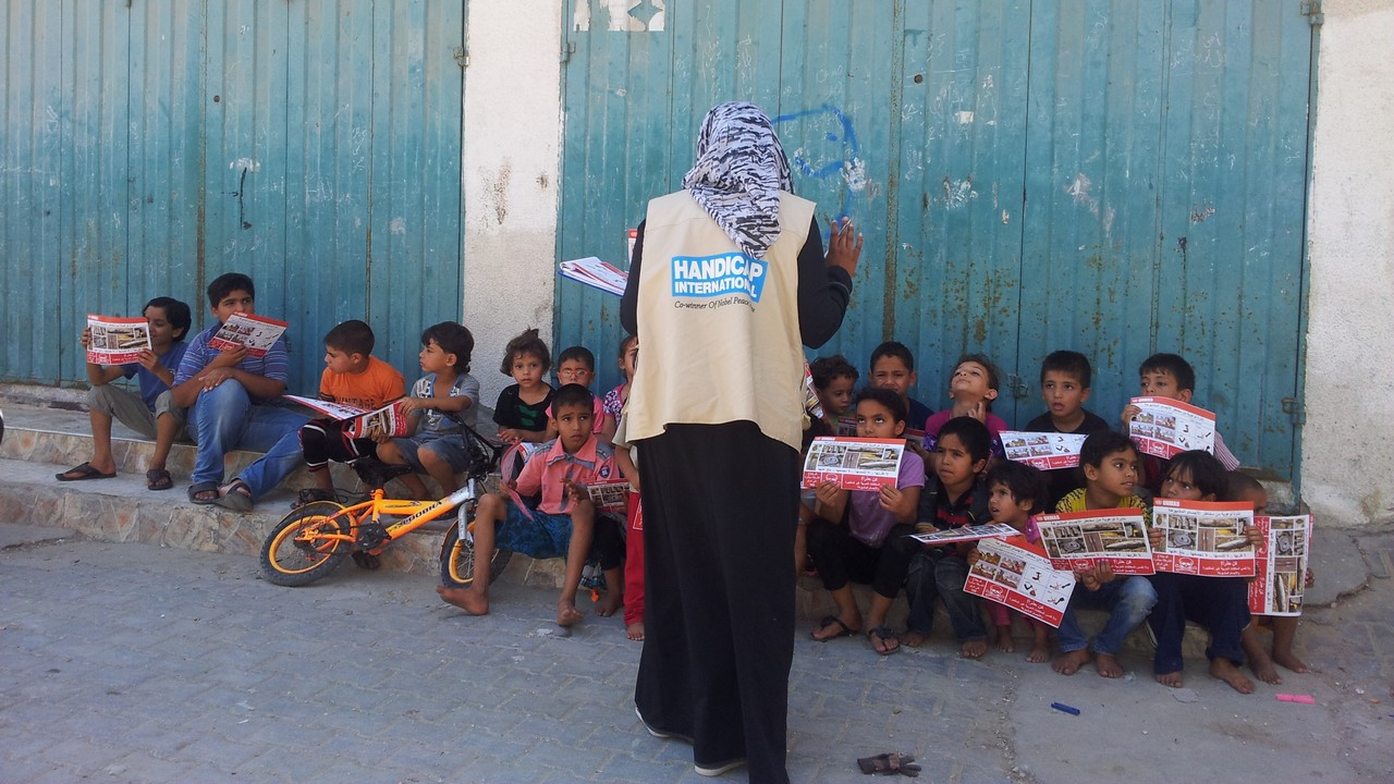An explosive weapons risk education session conducted by Handicap International in Gaza.; }}