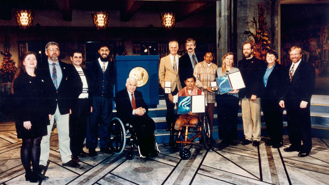 The International Campaign against Landmines receiving the Nobel Peace Price, Oslo, December 1997 | © ICBL