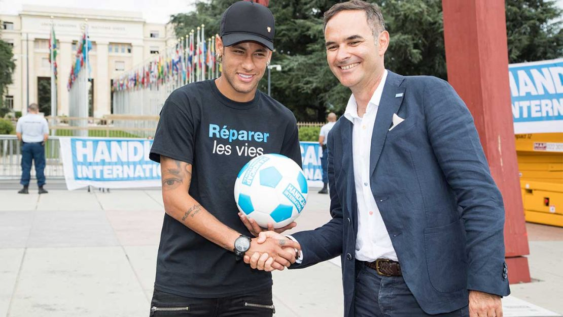 The Brazilian football player Neymar Jr. shaking hands with with Manuel Patrouillard of Handicap International.